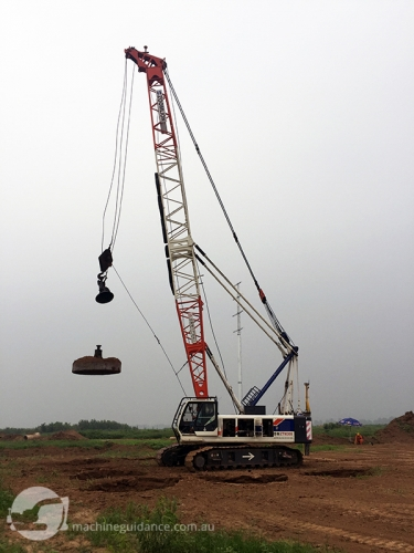 A crane was equipped with a GNSS-guided Trimble DPS900 Machine Control System to ensure maximum efficiency.