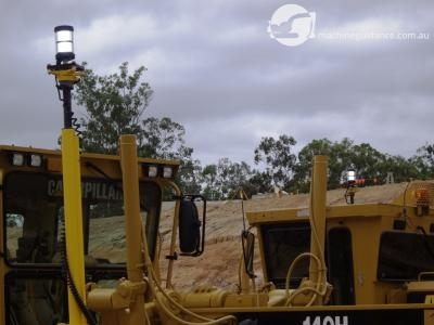 Machine mounted targets acquire positioning from total stations.