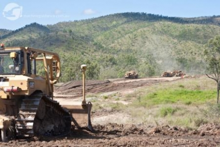 Machine Guided Construction with GPS Dozer